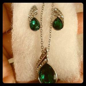 Jewelry - 💚2-Pc.Green Peridot & Crystal Set💚